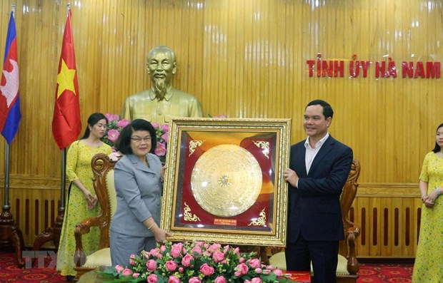 Cambodian legislators visit Ha Nam province hinh anh 1
