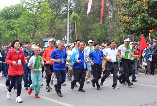 Olympic Run Day for Public Health kicks off in Hanoi hinh anh 1