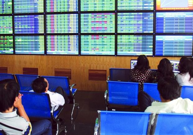 Vietnamese shares slip as global stocks decline hinh anh 1