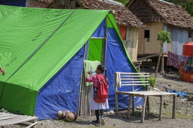 Thousands of kids still homeless six months after Indonesia quake-tsunami hinh anh 1