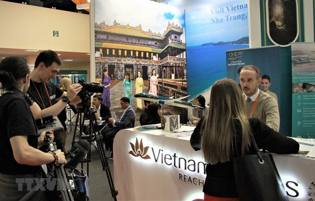 Russian commentator hails Vietnam's sea and island tourism hinh anh 1