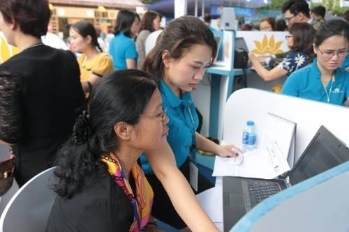 Vietnamese airlines offer promotions at VITM hinh anh 1