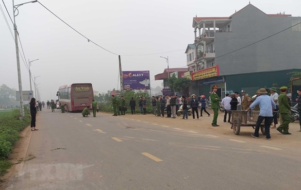 Seven killed after coach crashes into funeral procession hinh anh 1
