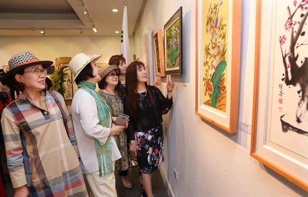 First Vietnam-RoK int'l fine arts exhibition held hinh anh 1