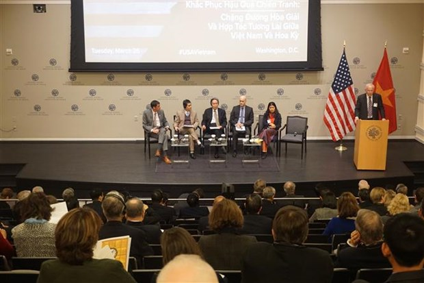 Vietnam, US review cooperation in settling war consequences hinh anh 1
