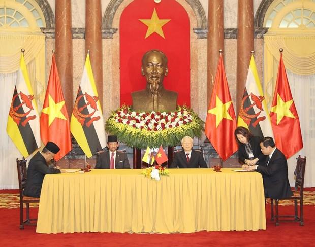 Vietnam, Brunei issue joint statement on comprehensive partnership establishment hinh anh 1