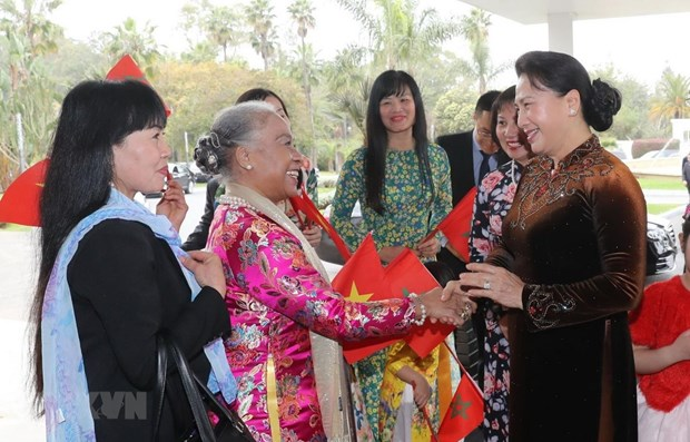 NA leader meets Vietnamese embassy staff, community in Morocco hinh anh 1