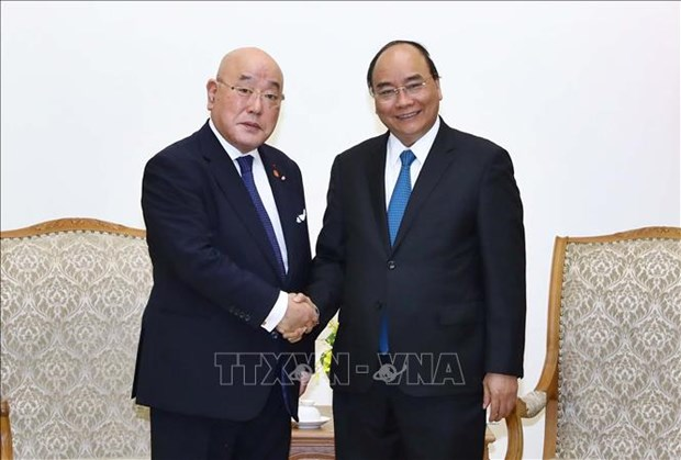 PM Nguyen Xuan Phuc hosts Special Advisor to Japanese Cabinet hinh anh 1
