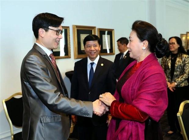 NA leader meets organisers of Vietnam Global Leaders Forum in Paris hinh anh 1