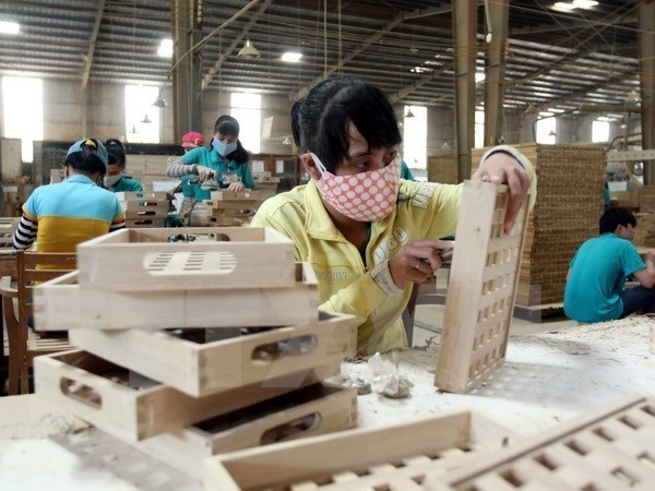 Exports help push up trade surplus in first quarter hinh anh 1