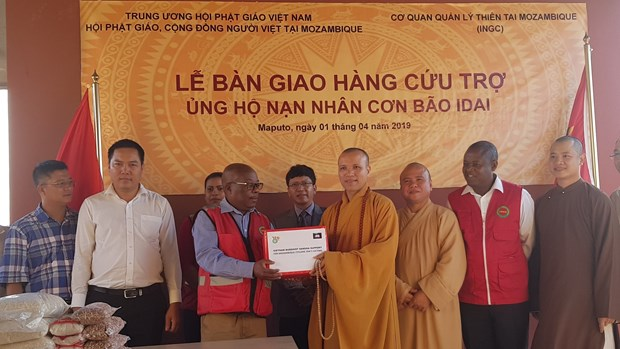 Vietnamese Buddhists send aid to Mozambique's storm victims hinh anh 1