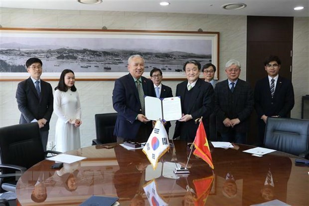 Korean university grants scholarships to Vietnamese students hinh anh 1
