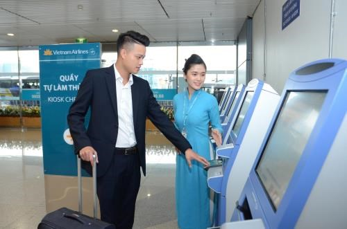 Vietnam Airlines opens self check-in kiosks at Heathrow airport hinh anh 1