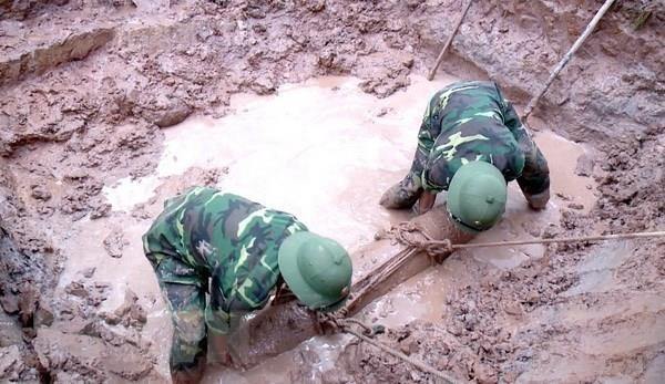 Another napalm bomb collected in Ca Mau province hinh anh 1