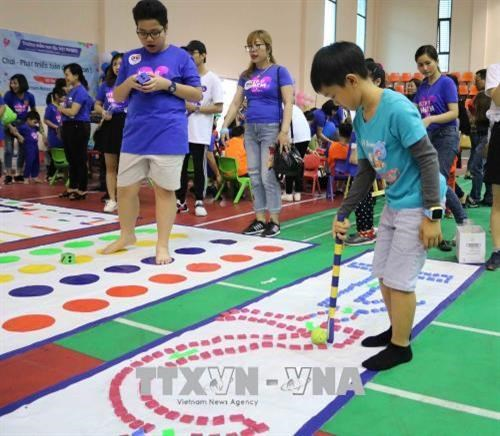Autistic children communicate through art hinh anh 1