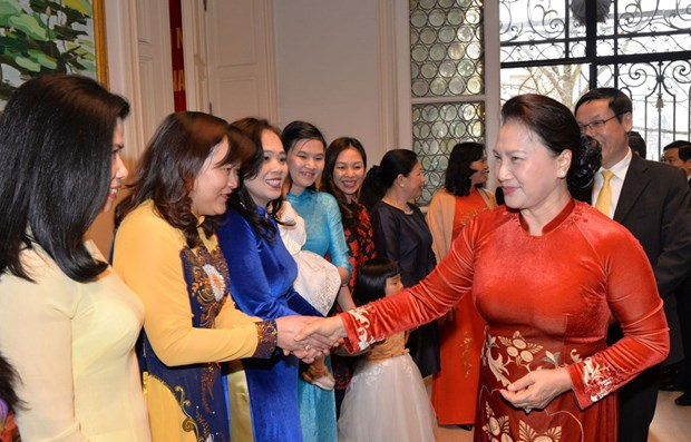 NA leader meets Vietnamese community in Belgium hinh anh 1