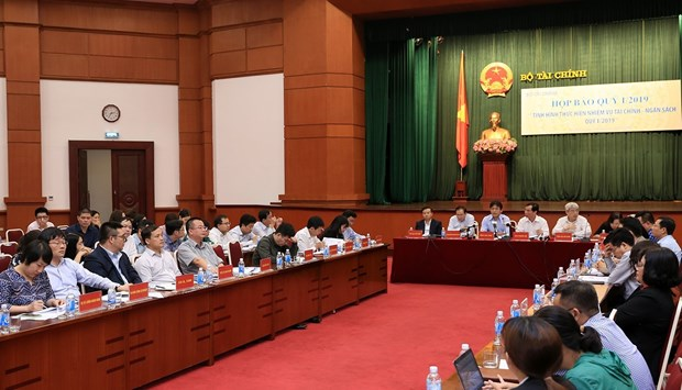 State budget surplus recorded in Q1: finance ministry hinh anh 1