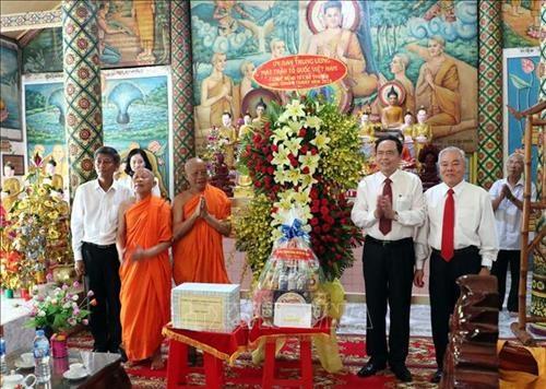 Front president pays Chol Chnam Thmay visit to Soc Trang hinh anh 1