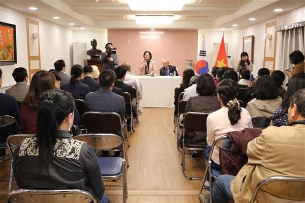 Scholarship fund delegation visits Vietnamese Embassy in RoK hinh anh 1