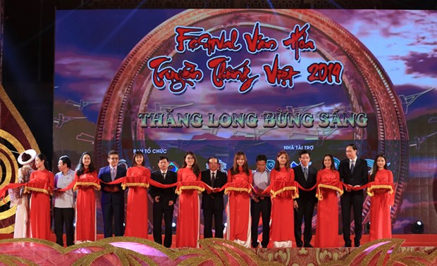 Hanoi hosts Vietnamese traditional cultural festival hinh anh 1