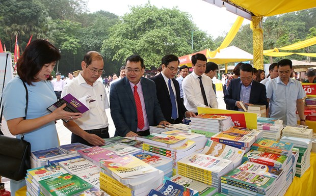 Book fair within Hung Kings Temple Festival framework opens hinh anh 1