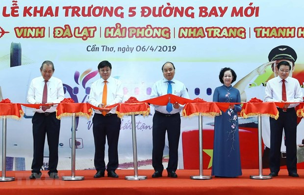 PM attends inauguration of 5 air routes in Can Tho hinh anh 1
