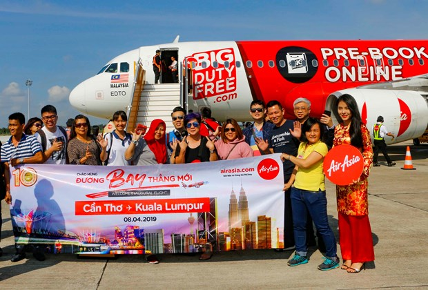 AirAsia operates first flight on Can Tho-Kuala Lumpur air route hinh anh 1
