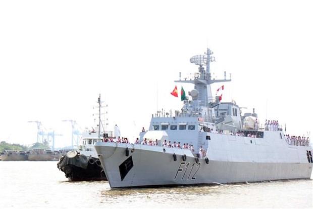 Bangladeshi naval ship starts friendship visit to HCM City hinh anh 1