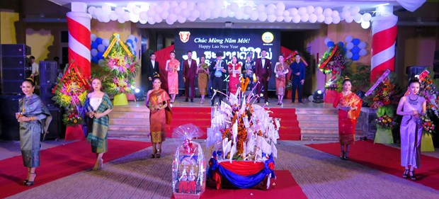 Lao students in Thua Thien-Hue celebrate Bunpimay festival hinh anh 1