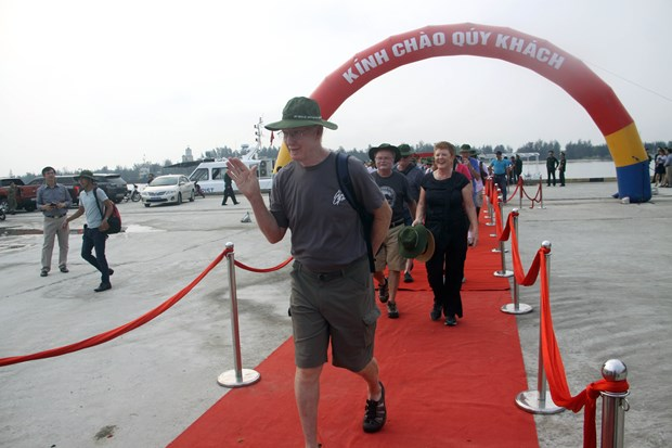 Quang Tri province welcomes cruise of foreign tourists hinh anh 1