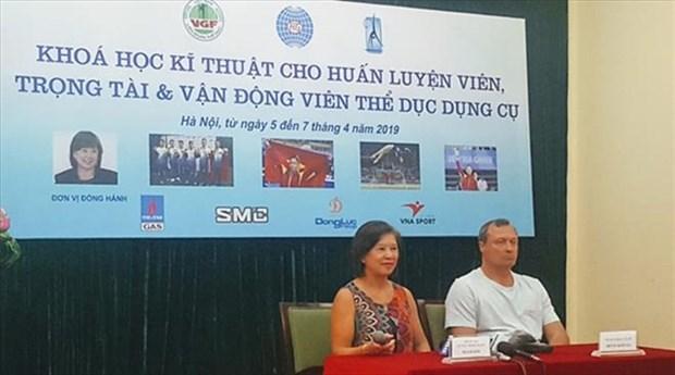 FIG Vice President Nellie Kim teaches Vietnamese gymnasts hinh anh 1