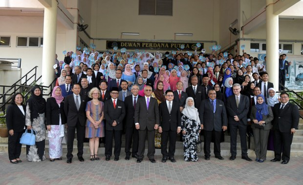 Malaysia brings education on legislative system to schools hinh anh 1