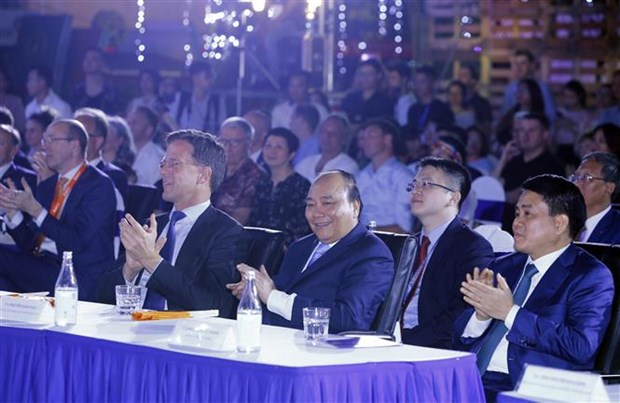 Vietnamese, Dutch PMs attend sustainable fashion show hinh anh 1