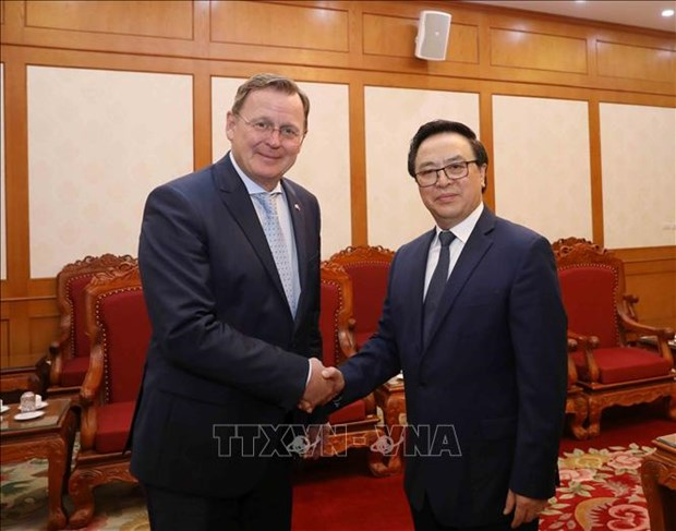 Party official affirms ties with German localities hinh anh 1