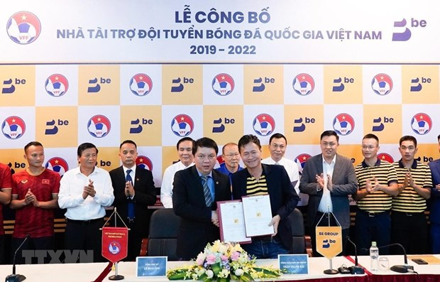 Be Group to sponsor Vietnamese football teams for next three years hinh anh 1