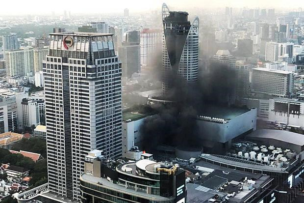 Bangkok's biggest shopping mall closed after devastating fire hinh anh 1