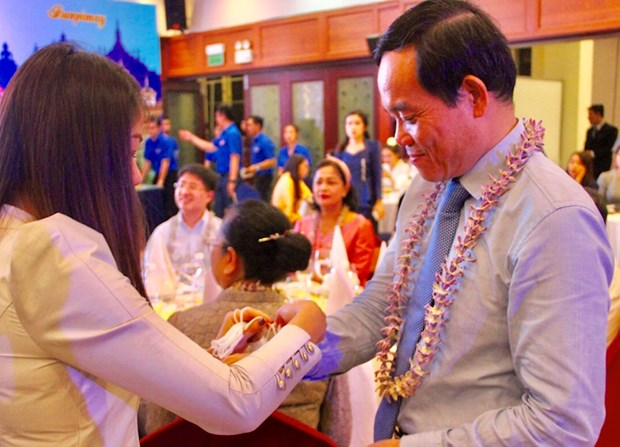 HCM City authorities meet Lao, Cambodian students on New Year festival hinh anh 1