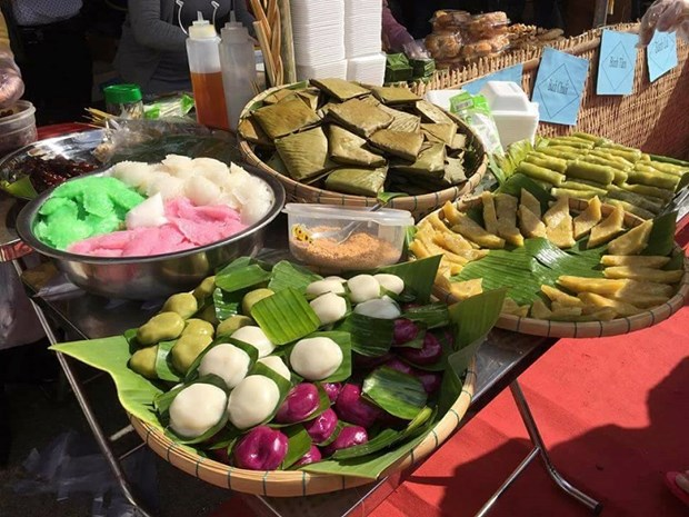 Festival seeks to build brand names for southern traditional cakes hinh anh 1