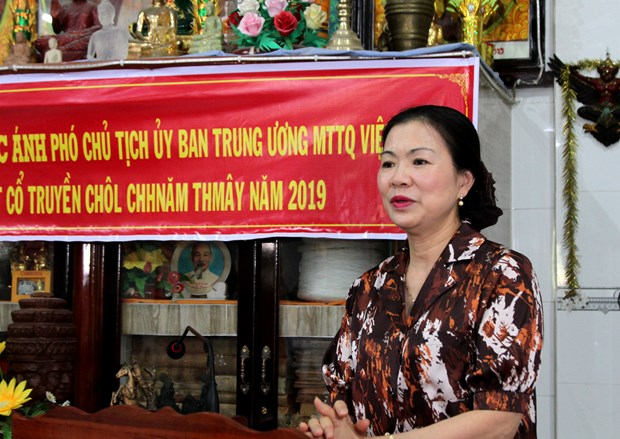 Front official joins Khmer ethnic people on traditional New Year festival hinh anh 1