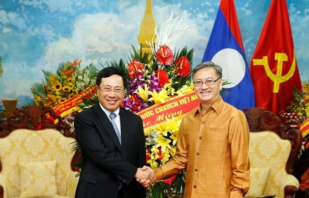 Deputy PM visits Lao embassy on Bunpimay festival hinh anh 1