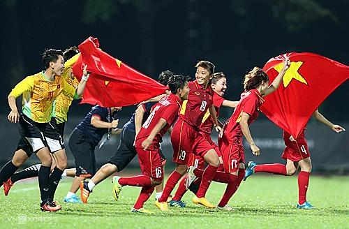 Women's football team receive bonus of 34,500 USD hinh anh 1