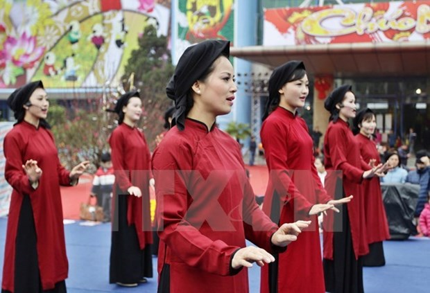 Special Xoan singing shows for visitors to Hung Kings Temple Festival hinh anh 1