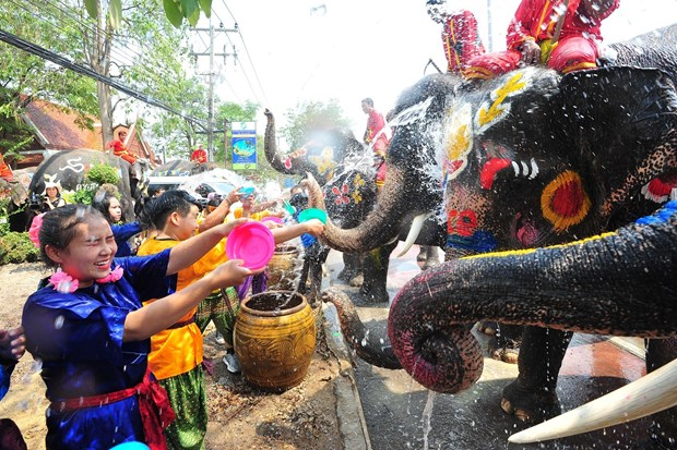 Thais celebrate traditional New Year festival hinh anh 1