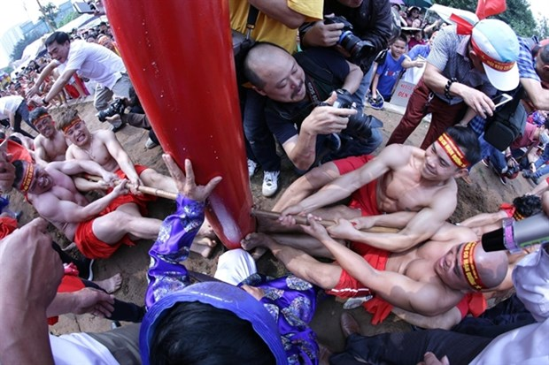 Traditional tug-of-war game handed down as heritage hinh anh 1