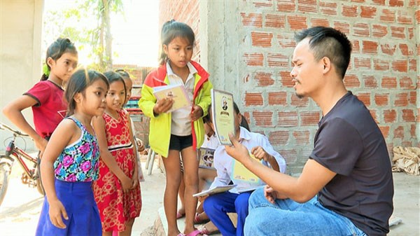 Pa Ko man sows seeds of art among mountainous children hinh anh 1