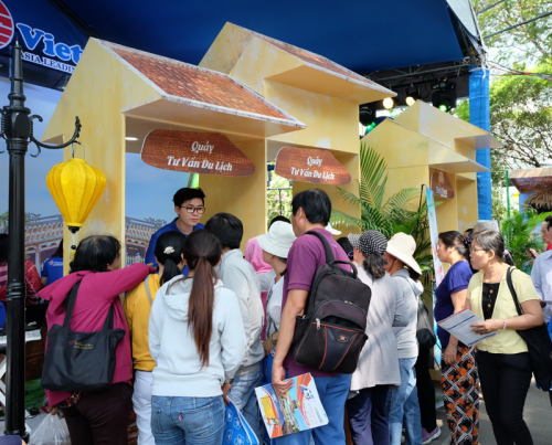 HCM City tourism festival generates 120 billion VND in revenues hinh anh 1