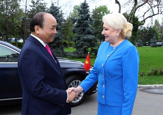 Welcome ceremony held for PM Nguyen Xuan Phuc in Bucharest hinh anh 1