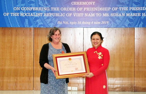 Vietnam honours US woman for Agent Orange relief work hinh anh 1