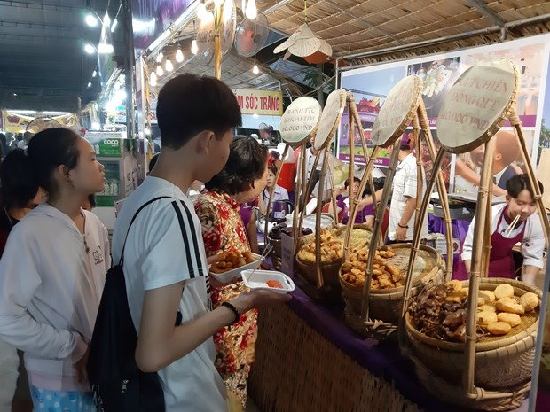 Southern cake festival attracts over 600,000 visitors hinh anh 1