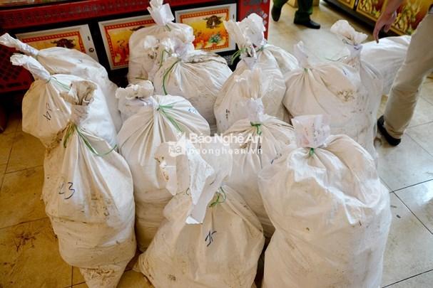 Nghe An police seize huge amount of trafficked drug hinh anh 1